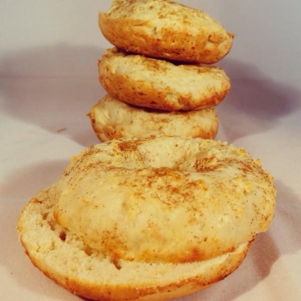 Cinnadoodle Protein Bagels
